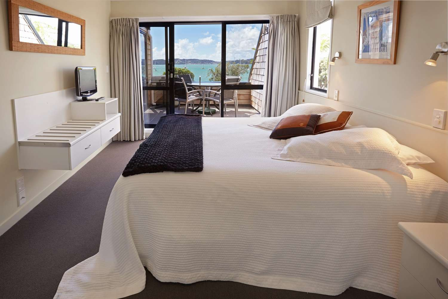 pioneer-apartments-waterfront-penthouse-paihia-accommodation.jpg