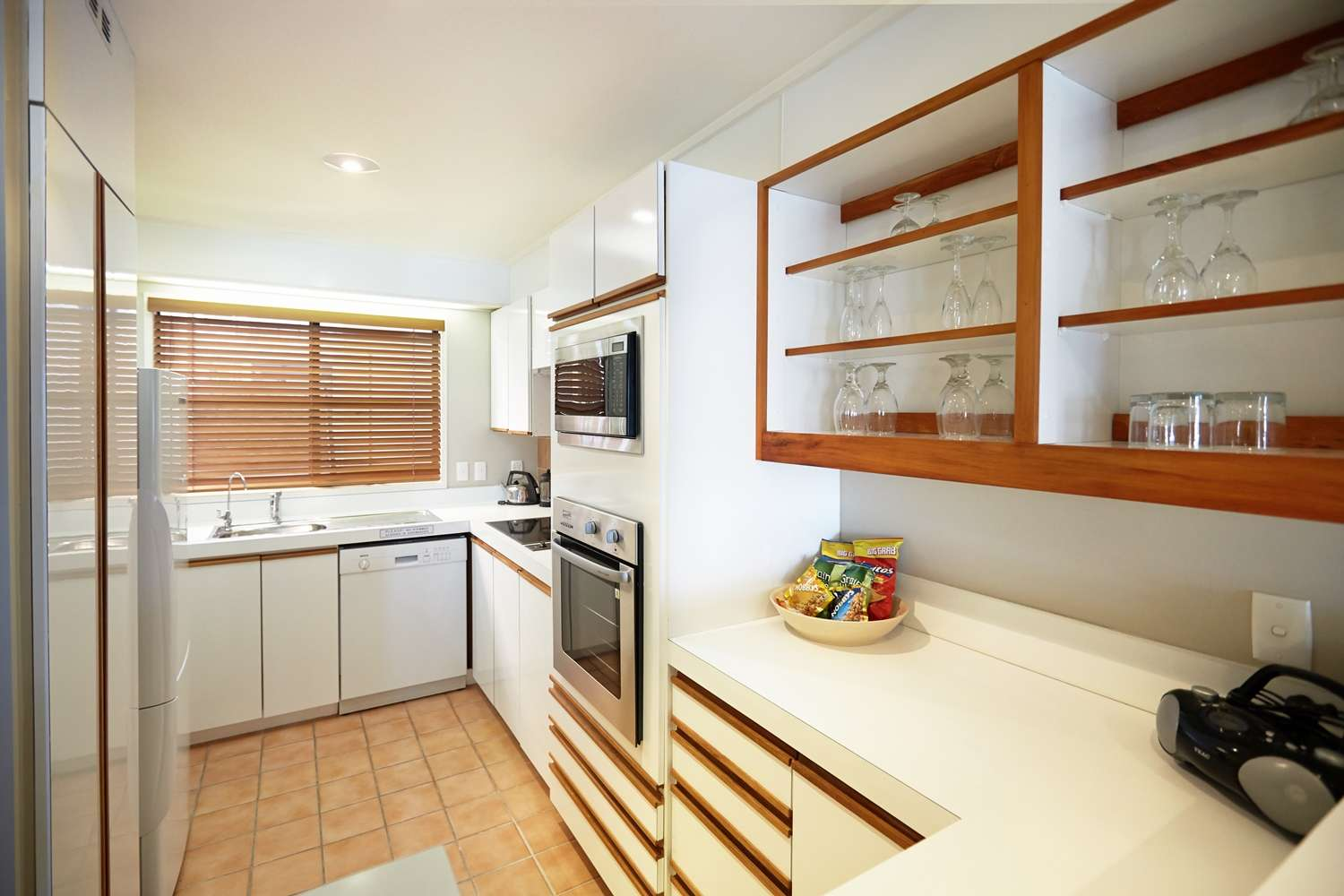 pioneer-apartments-waterfront-mid-level-kitchen.jpg