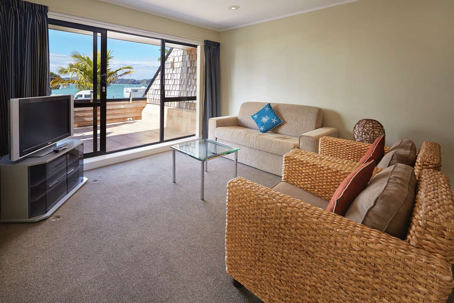 pioneer-apartments-waterfront-mid-level-lounge.jpg