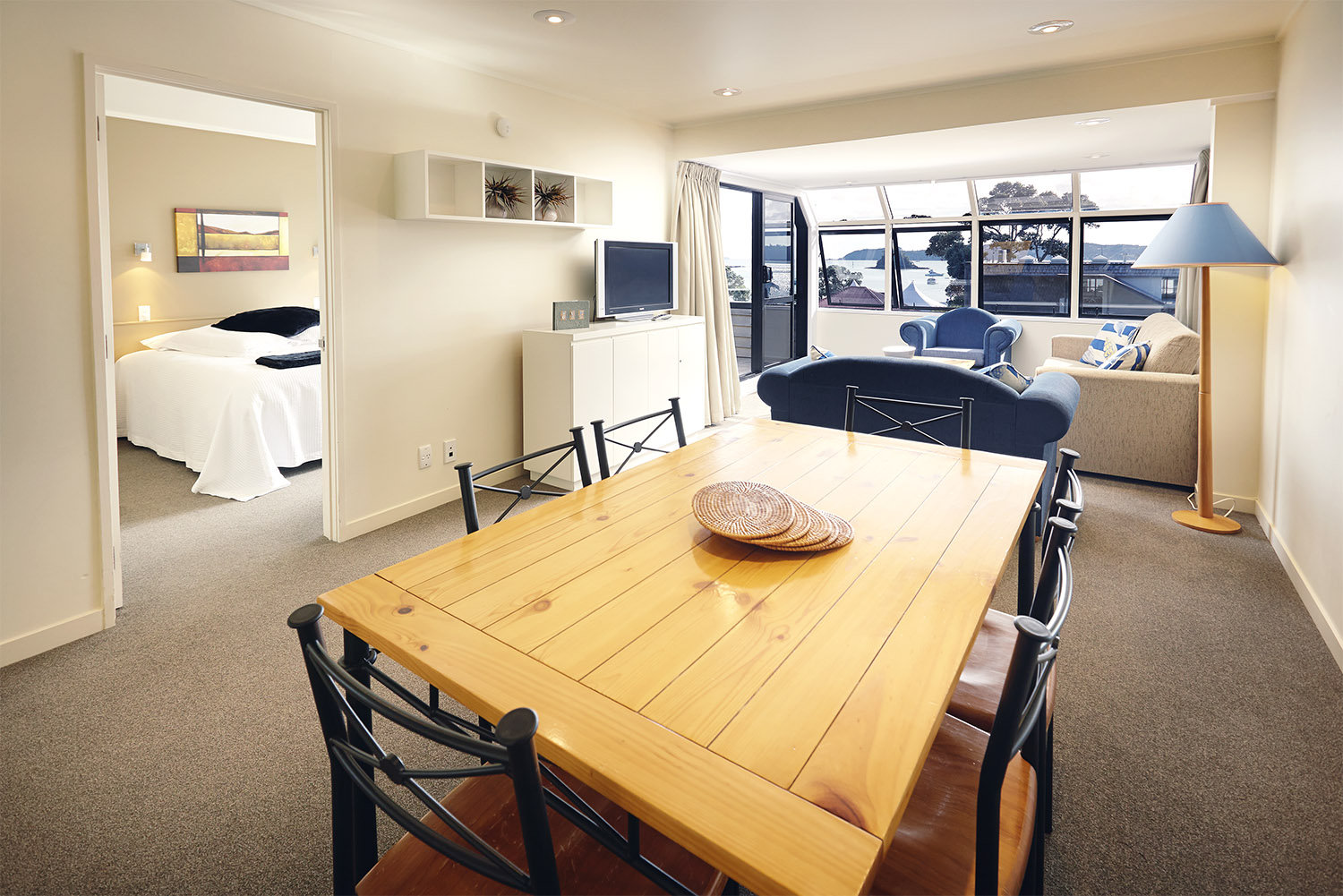 Pioneer_Apartments_Waterfront_Penthouse_Dining.jpg